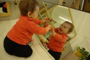 La Berta esta contenta amb el que veu al mirall