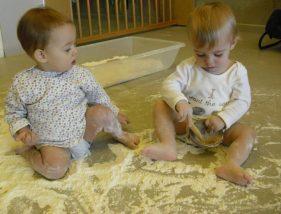 Juguem amb farina al terra