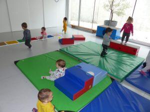 Els infants descobreixen el nou espai de psicomotricitat