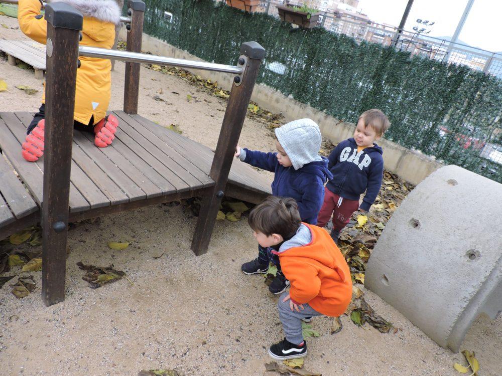 infants buscant el tió