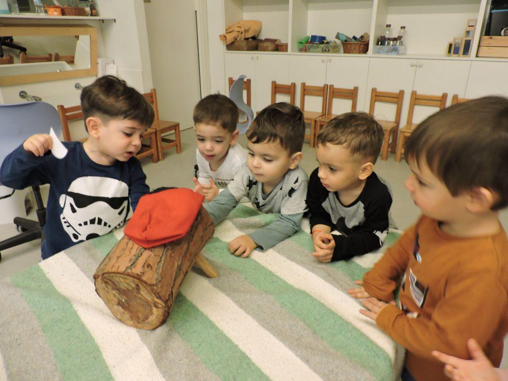 infants miren el tió