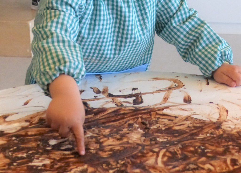 Unes mans d'un nen