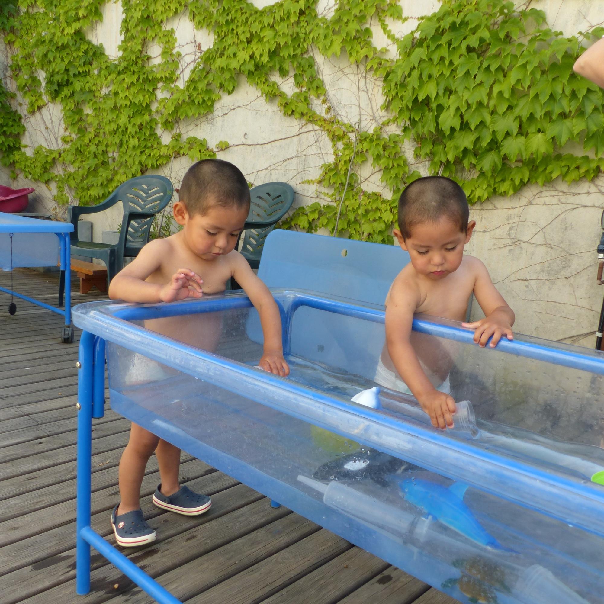El Jhaden i el Dylan juguen amb aigua